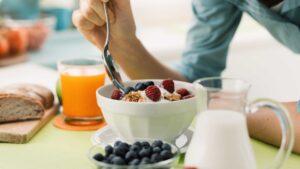 https___cdn-cnn-com_cnnnext_dam_assets_190131090508-eating-breakfast-stock